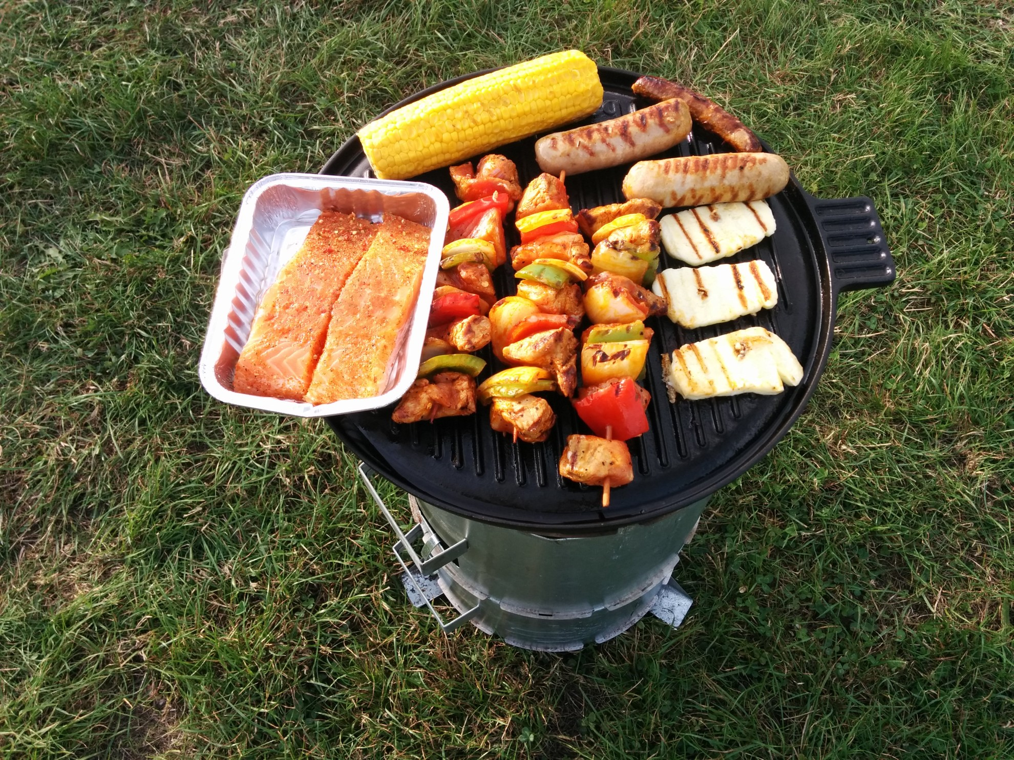 Grillen mal anders. (Foto: GloW efficiency off-grid)