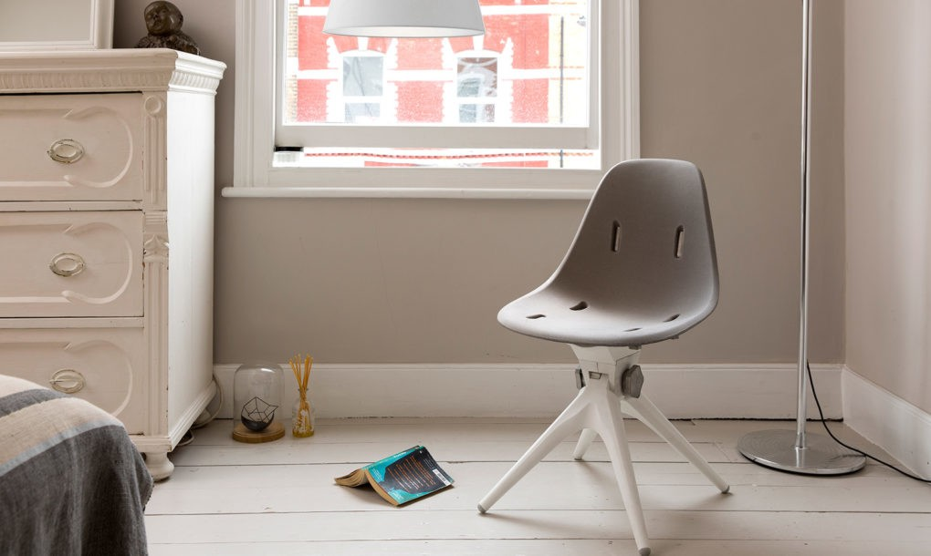 Ja, dieser Stuhl bestand mal aus Plastikflaschen. (Foto: Pentatonic)