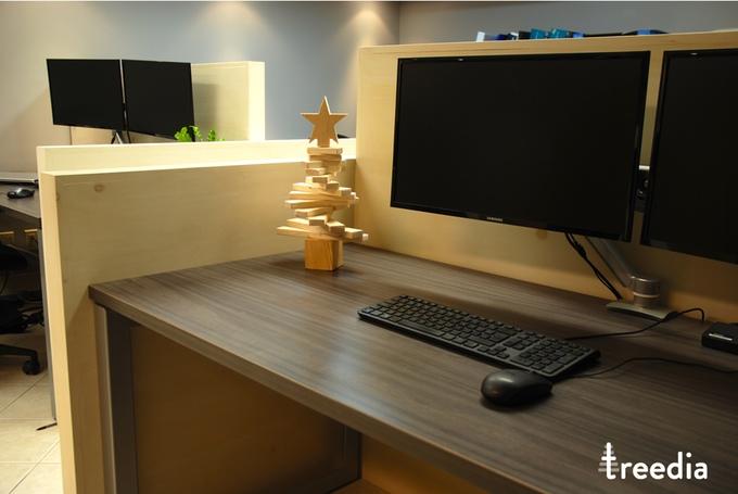 treedia weihnachtsbaum aus holz verr ckt. Black Bedroom Furniture Sets. Home Design Ideas