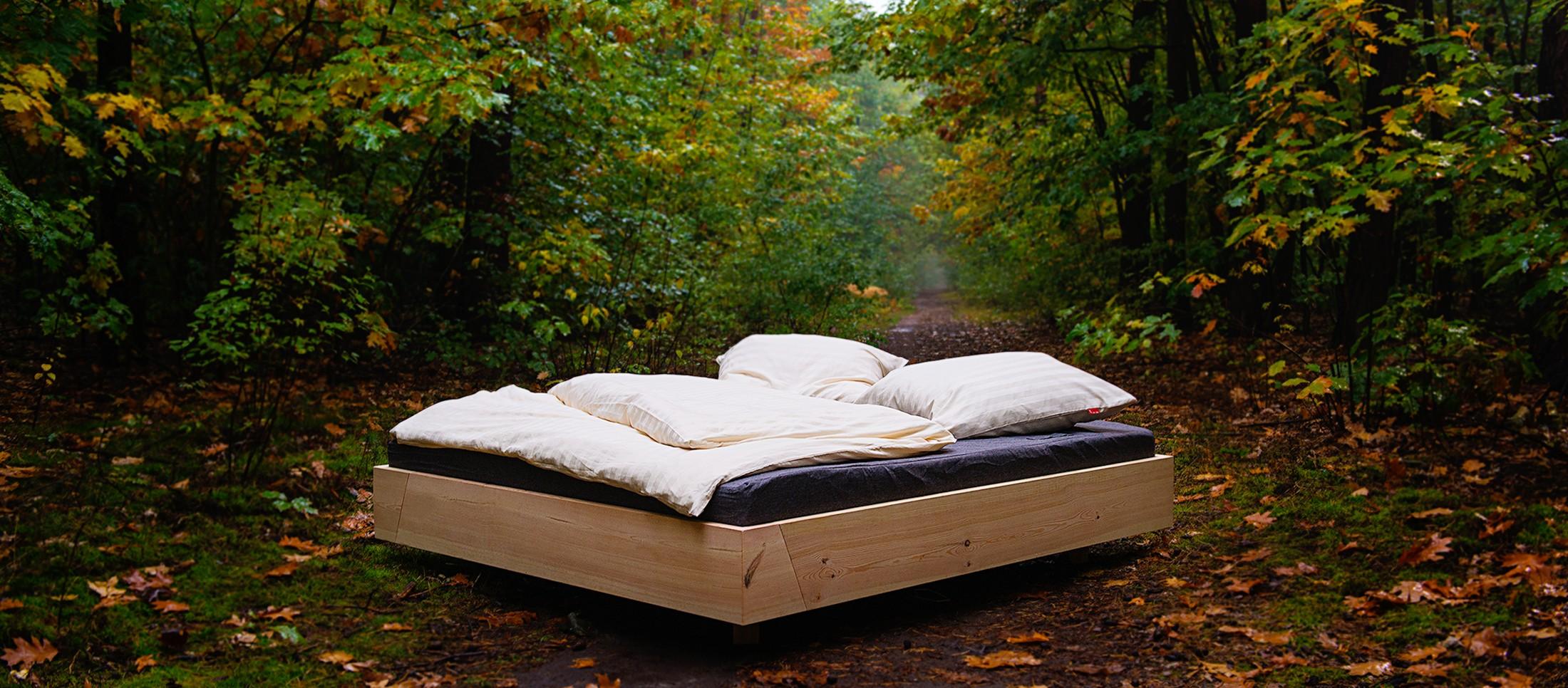 Ein Bett im Wald? Nunja. (Foto: Julia Kneuse / kneuse.de)
