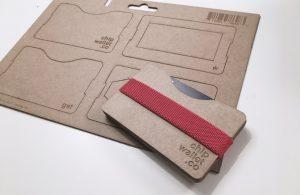 Drückt Teile der Geldbörse aus der Pappfläche. (Foto: Chipwallet Company)