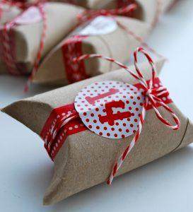 Geschenke bekommt jeder gerne - logo! (Foto: mamas kram)
