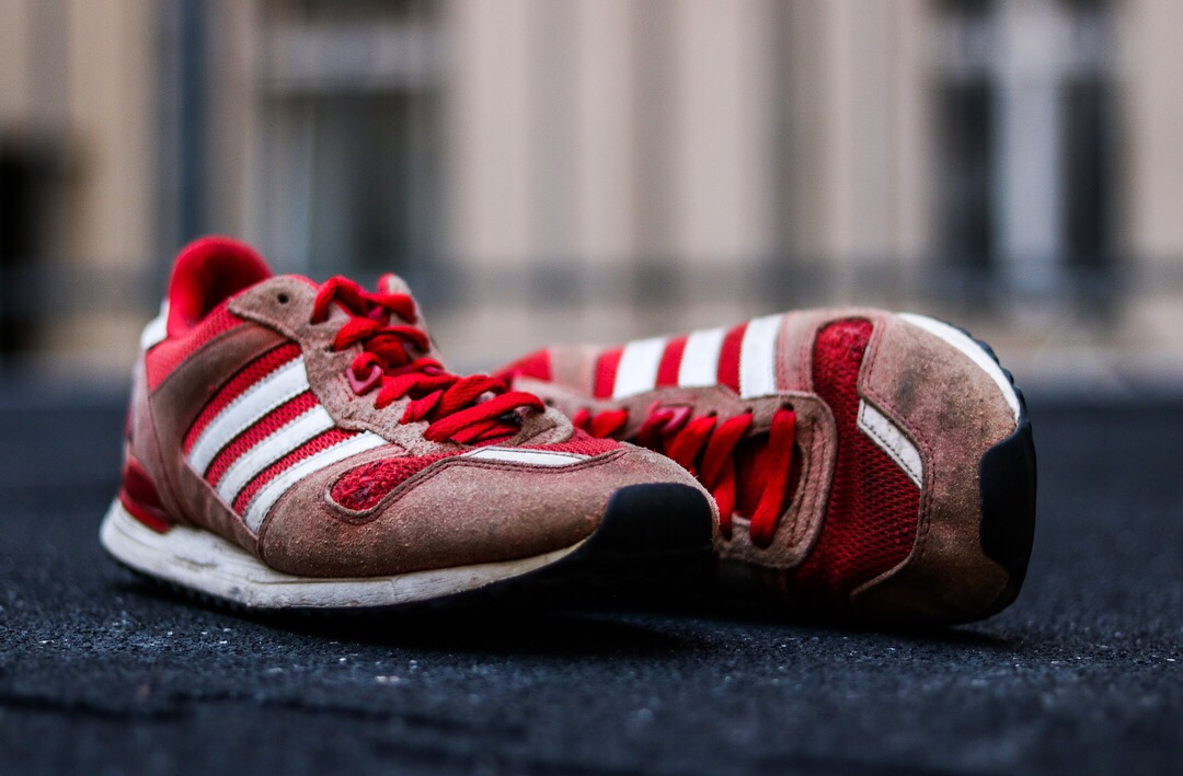 Kaputt? Viele würden ihre Sneakers mit Loch einfach wegschmeißen. Dabei kann man sie auch reparieren. (Foto: Sneaker Rescue)