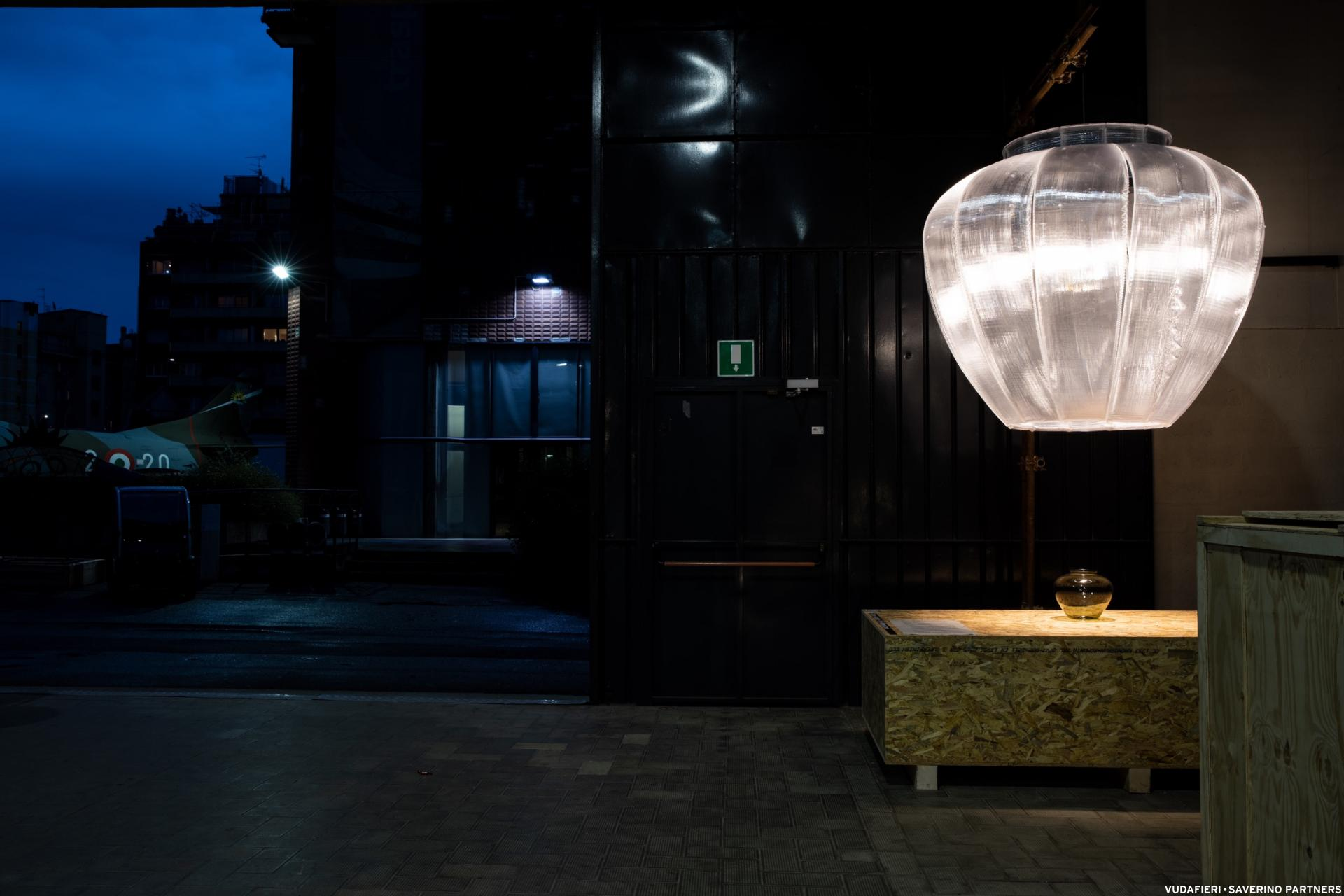 Eine echt große Bauhaus-Lampe. (Foto: Tiziano Vudafieri)