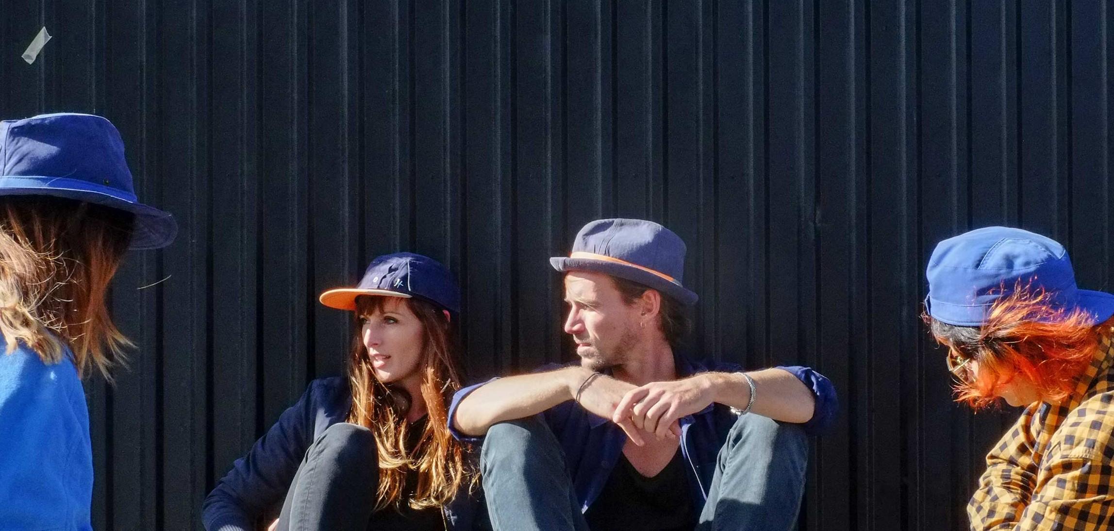 Hüte aus alter Arbeitskleidung? Wieso nicht? (Foto: ReHats)