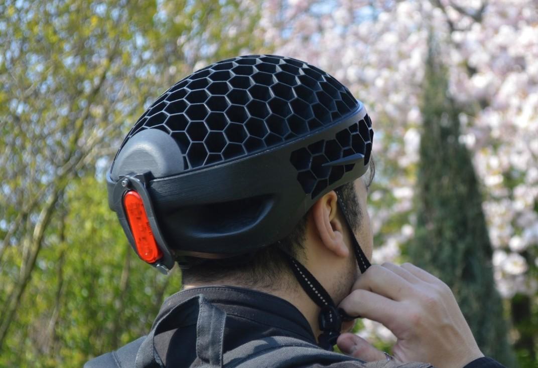 Der Helm besteht aus recyceltem Plastikmüll. (Foto: Cyclo Technology)