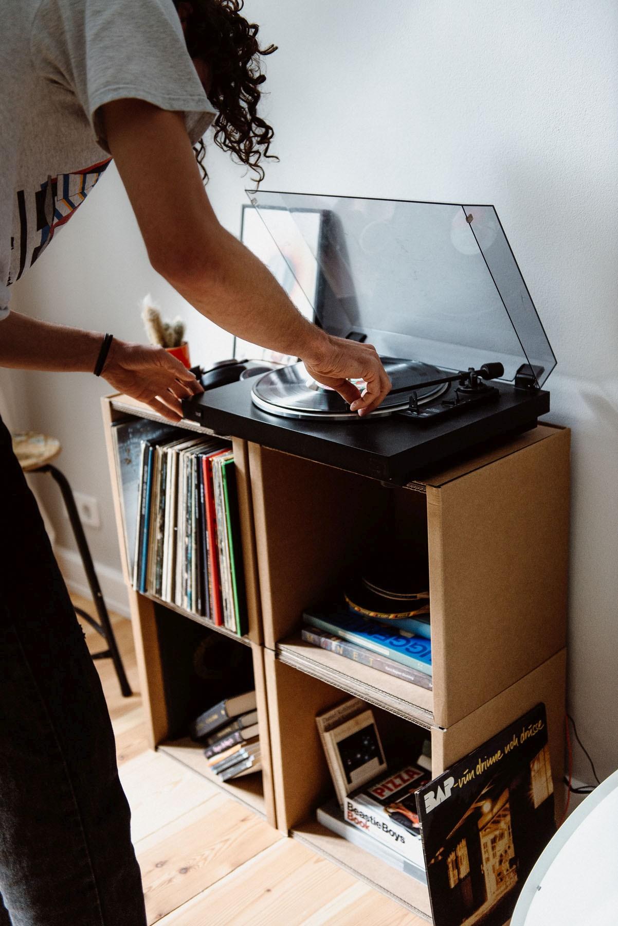 Schön anzusehen - ein Regal für Vinyl. (Foto: Room in a Box)