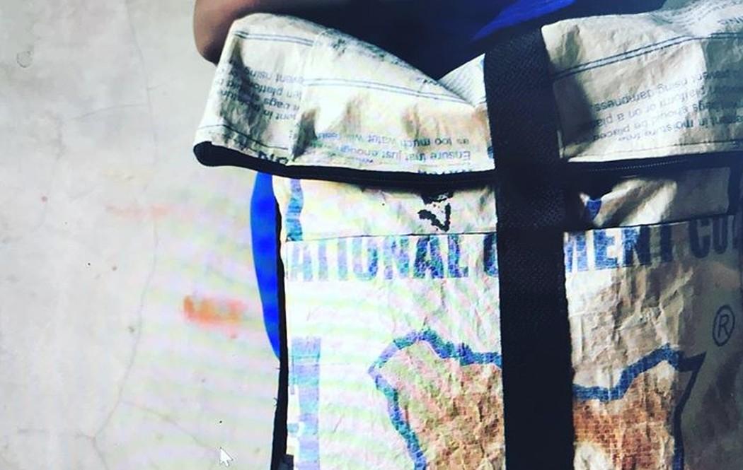 Erstaunlich, was man aus Zementsäcken machen kann. (Foto: Nyuzi Blackwhite)