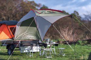 Mit Sonnendeck. Natürlich! Der Eletrofrosch Camping hat viel zu bieten. (Foto: Elektrofrosch)
