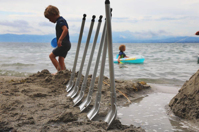Schicke Schaufeln für Strand und Sandkiste. (Foto: Element Tools)