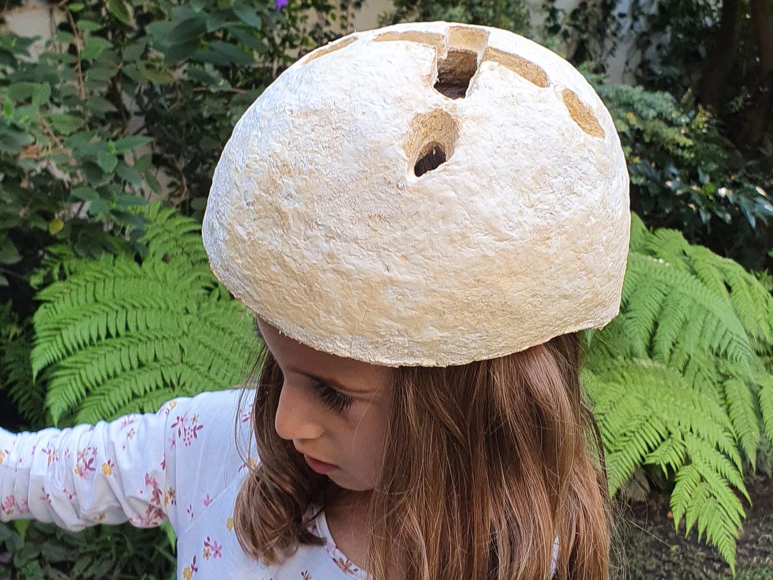 Ein Fahrradhelm für Kinder? Das möchte Grow It Yourself Helmet sein. ((Foto: NOS Design & Agustin Otegui))