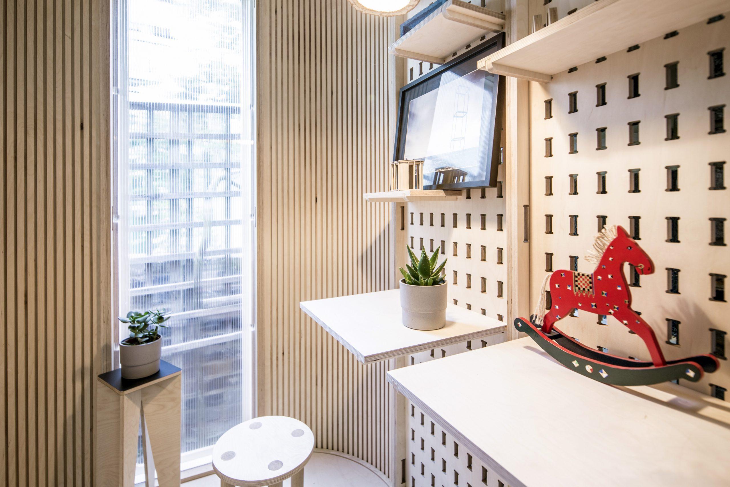 Ein Raum für Arbeit und Freizeit. (Foto: Boano Prišmontas)